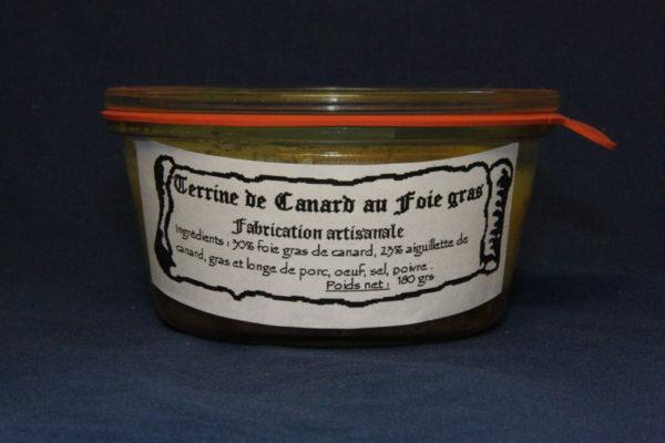Présentation d'une conserve de terrine de canard au foie gras