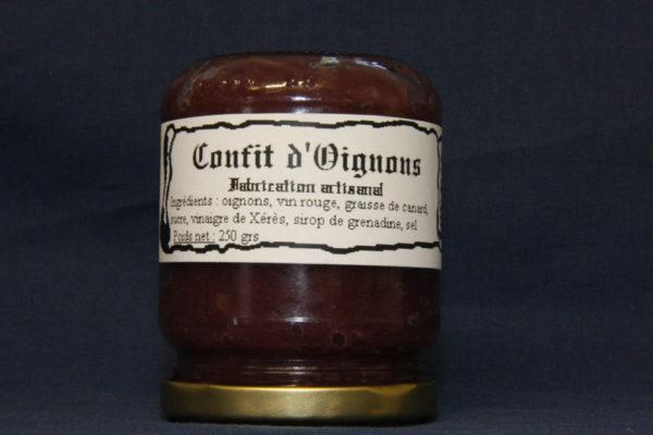 Présentation d'une conserve de confit d'oignon