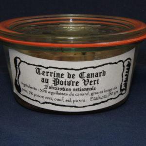 Présentation d'une conserve de terrine de canard au poivre vert